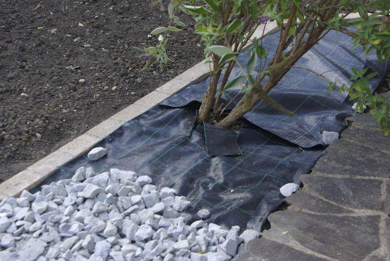 Florinotex-Bodengewebe im Garten eingesetzt