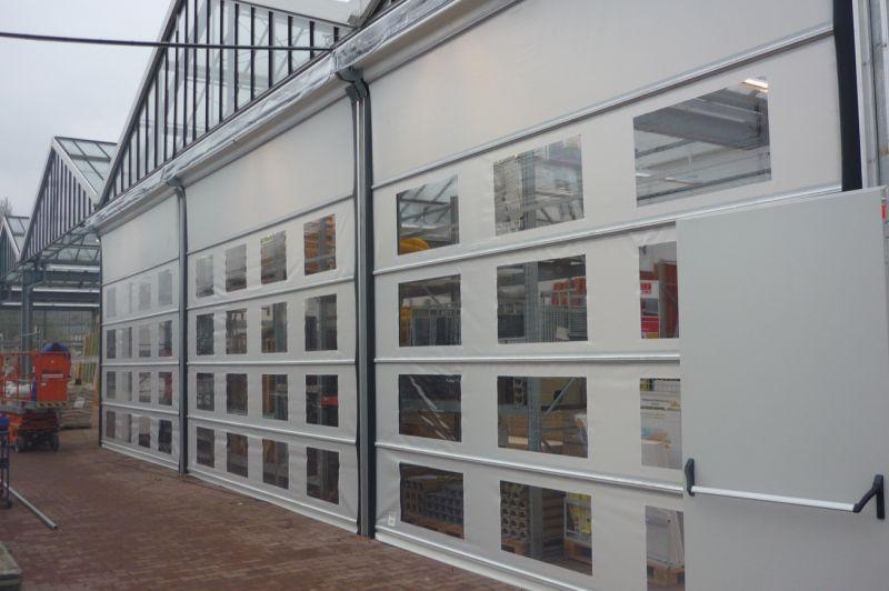 Beispiel: Stabitore mit Fensterplane